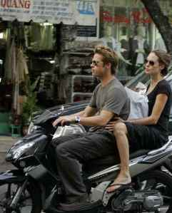 pitt_and_jolie_on_a_scooter_in_ho_chi_minh_city__nov_23_06_426